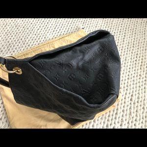 Louis Vuitton Bags - Louis Vuitton LV Artsy Black Bag!!